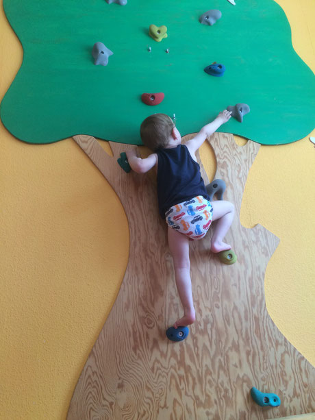 climbing with pampers