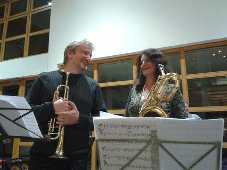 Toni und Anna (mit Perlenkette)
