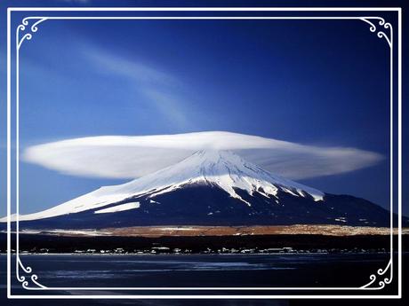 Ararat, türkisch Büyük Ağrı Dağı, auch traditionell persisch كوه نوح, DMG Kūh-e Nūḥ, 'Berg Noahs'), ist ein ruhender Vulkan im Ararathochland in Ostanatolien. Er ist mit 5137 m über dem Meeresspiegel der höchste Berg auf dem Gebiet der Türkei.