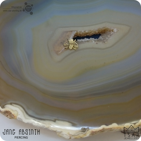 """Jane Absinth Piercing Düsseldorf: Dermalanchor Gold-Piercingschmuck von """"Tsar Jewellery"""""""