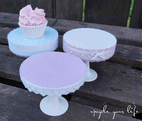 cupcake-ständer aus alten cds & plastik-sektgläsern...