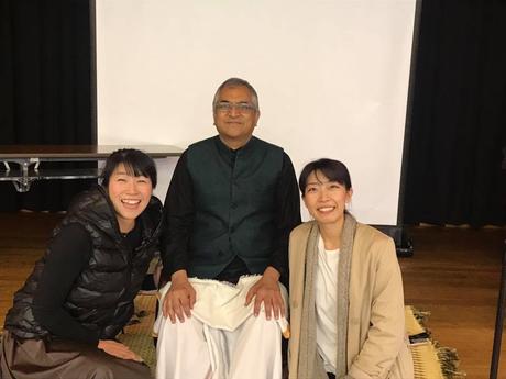 左から 山口智子先生 Sudir Tiwariji Me