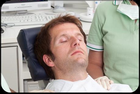 Völlige Entspannung während der Zahnbehandlung durch Hypnose (proDente e.V.)