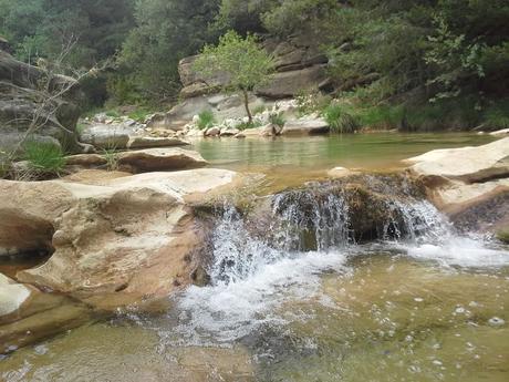 sejour zen en aragon sierra de guara nocito naturisme marche consciente ressourcement therapies holistiques piscines naturelles