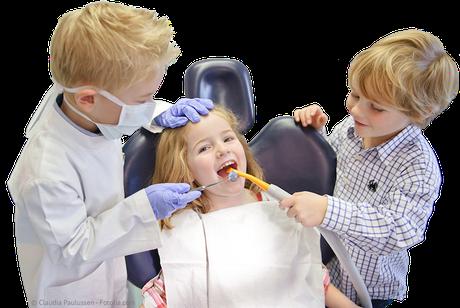 Kindern soll der Zahnarztbesuch Spaß machen, damit sie gerne wiederkommen! (© Claudia Paulussen - Fotolia.com)Dr. Udo Goedecke. Zahnarzt in Osnabrück