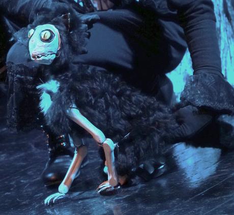"""""""Die schwarze Katze"""" aus dem bizarren Figurentheater"""