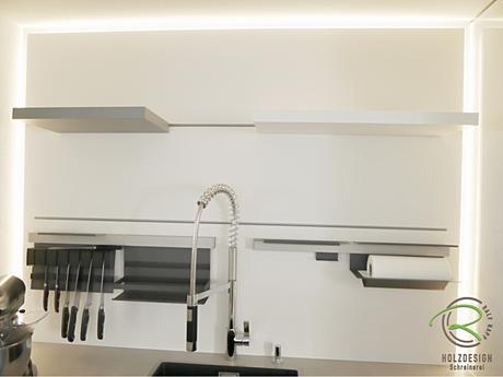 Nischenrückwand mit indirekter Beleuchtung & Nischenrückwandsystem Linero MosaiQ