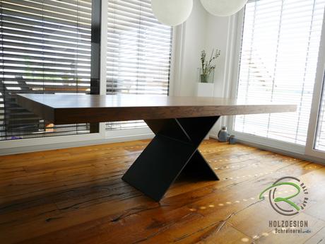 Esstisch Eiche mit X-Metallgestell, Massivholztisch mit Eichetischplatte, Massivholz Designtisch-X-Tischstahlgestell, Esstisch nach Maß, Esszimmertisch mit Massivholzplatte, Esszimmertisch mit Metallgestell, Esstisch massiv, Esstisch mit Stahlgestell,