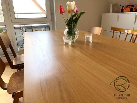 schlichte Massivholz-Eichentischplatte seidenmatt lackiert,Moderner Esstisch mit Eicnhe-Tischplatte & anthrazitem pulverbeschichteten Stahltischgestell