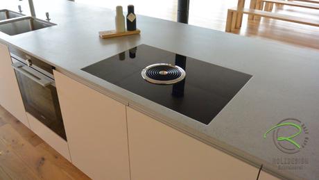 Freistehende Kücheninsel mit Induktionskochfeld mit Kochfeldabzug von BORA
