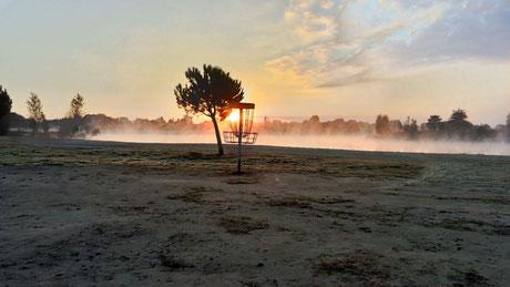 Le soleil se lève sur le site des Nauves