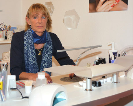 Nageldesignerin Renate Heidemann