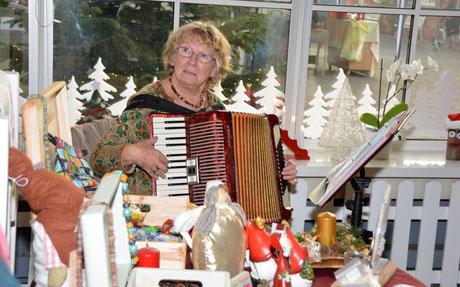 Edda Sommer stimmte mit Weihnachtsliedern auf das bevorstehende Fest ein.