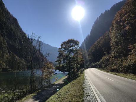 Traumhafte Straßenführung entlang der Bayerischen Alpenstraße
