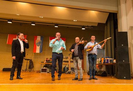 Braća Željko i Stjepan Vidović sa pratnjom violina Perica Opačak i šargija Mario Anušić