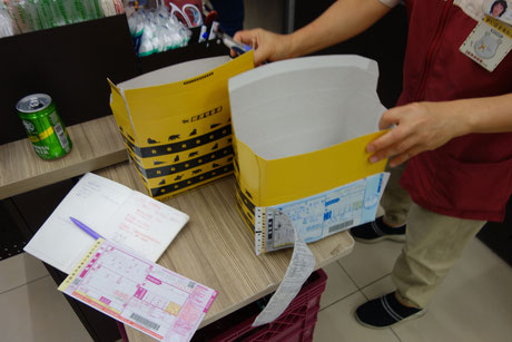 コンビニから台湾各地に折鶴を発送