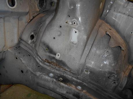 AE86 エンジンルームの錆 レストア