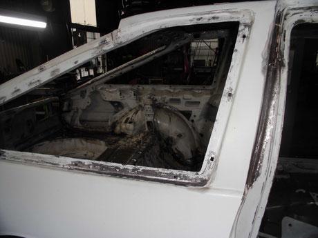 AE86トレノ クォーターガラス 錆修理