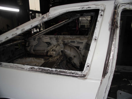 AE86トレノ クォーターガラス 錆修理 レストア