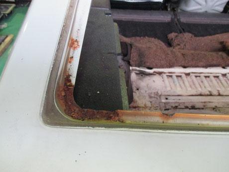 AE86トレノ リヤハッチ リヤガラスモール内側の錆