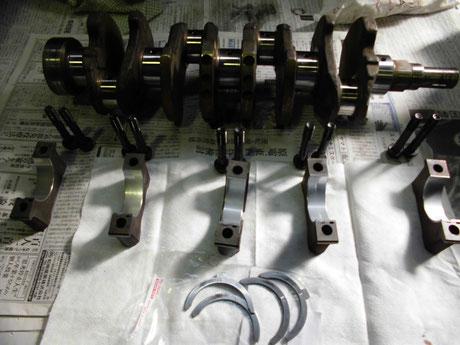 AE86トレノ クランクキャップにメタル組付け