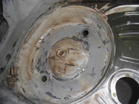 AE86トレノ スペアタイヤハウス修理