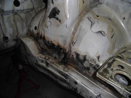 AE86トレノ レストア ストラットタワー 錆修理
