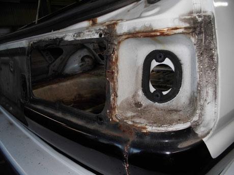 AE86 トレノ テールランプ取付部分の錆