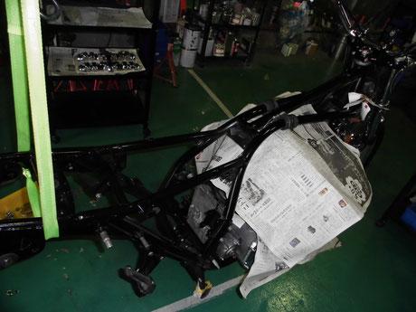 KZ1000 フレームにエンジン取付け