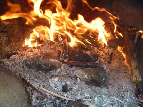 Brot im Feuer backen, Outdoor Brotbacken, Stockbrot, Stockbrot Alternative, Bushcraft Brotbacken, Survival Brotbacken, Outdoor Küche, Survival Küche