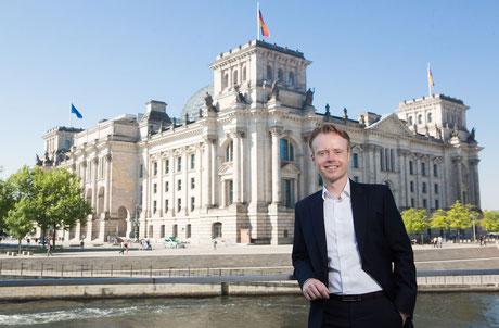 Jan Metzler freut sich auf viele Gäste beim Tag der offenen Tür im Bundestag.                                                                              Foto: Tobias Koch