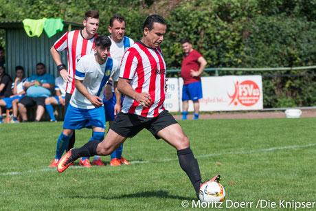 Mustafa Ugur trifft zum 2:1 gegen Ataspor Worms durch Elfmeter