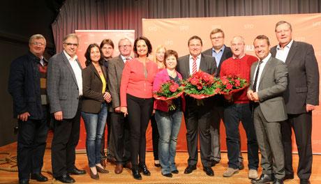 Marcus Held (Mitte) mit den beiden Ersatzbewerbern Volker Janson (li.von ihm) und Isabelle Merker (re.von ihm) sowie den zahlreichen Gratulanten. Foto: privat