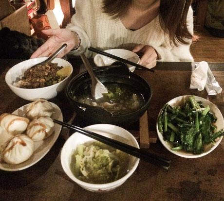 懐かしい台湾料理を食べて満足