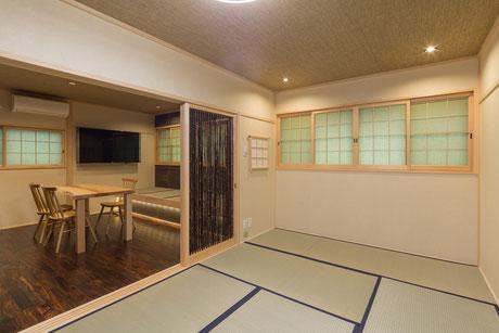 竹の引き戸が付いた客室
