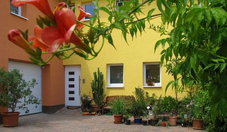 Wellness-Ferienhof am Rebgarten Ferienwohnungen Bad Dürkheim Innenhof