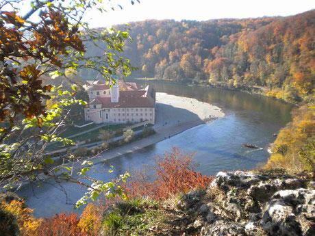 Blick vom Wanderweg auf das Kloster