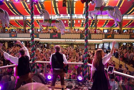 Oktoberfestband Partyband DIE OBERBAYERN im Marstall Zelt München
