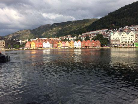 Seltener Anblick: Der Hafen von Bergen - mit Sonne
