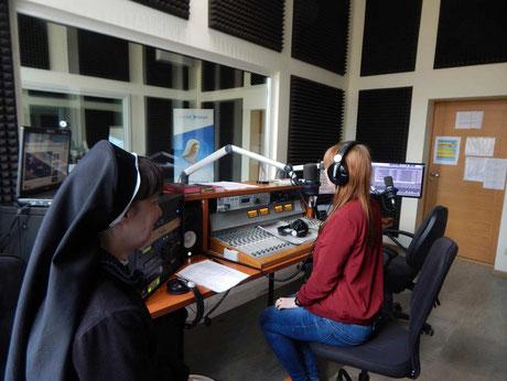 Radioarbeit mit Sr. Tereze bei Radio Maria Latvia
