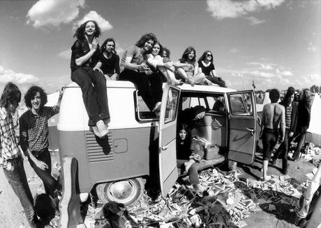 """Zum bislang größten Open Air Deutschlands geriet 1972 das """"2. British Rock Meeting"""" auf der Insel Grün in Germersheim. Weit mehr als 50 000 Besucher wollten beim deutschen """"Woodstock"""" Pink Floyd und andere Bands erleben. Foto: Jürgen Wagner"""