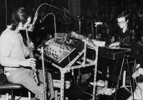 Kraftwerk bei einem frühen Liveauftritt. Im Juni 1971 trat die Düsseldorfer Band in Hechingen auf. Foto: Sammlung Christoph Wagner
