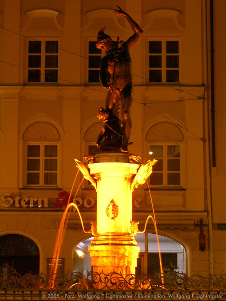 Stadtillumination - Illumination - Merkurbrunnen Stadt Augsburg © 2005 - Foto: Wolfgang F. Lightmaster / Illumination: Wolfgang F. Lightmaster