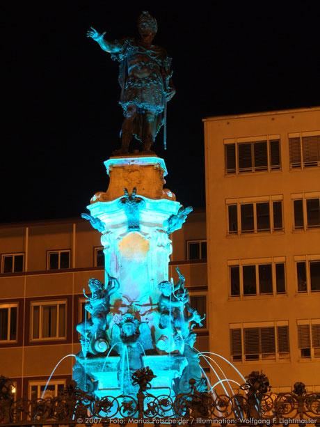 Stadtillumination - Illumination - Augustusbrunnen Stadt Augsburg © 2007 - Foto: Marius Patscheider / Illumination: Wolfgang F. Lightmaster