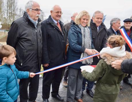 Inauguration; de gauche à droite : Gérard SEIMBILLE, Jacques SOUFFLET, Nadège LEFEBVRE, Patrick DEGUISE, Philippe BASSET et Stéphane ZIEBA.