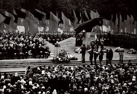 Einweihung des Denkmals 1968, Foto: FHXB Museum