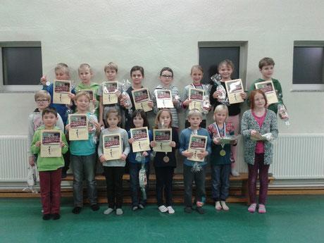Die stolzen Kinder nach dem Trimestertest