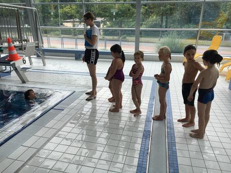 Trainerin Nicole Bruelheide stellt die Kids vor interessante Aufgaben