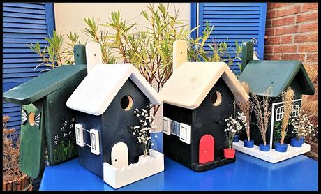 Vogelhuisjes, gekleurd, van hout , nestkastjes voor mezen, groen zwart, blauw en leuk !