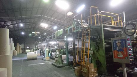 写真:市川紙器段ボール工場内 段ボールの製造工程をご紹介します。
